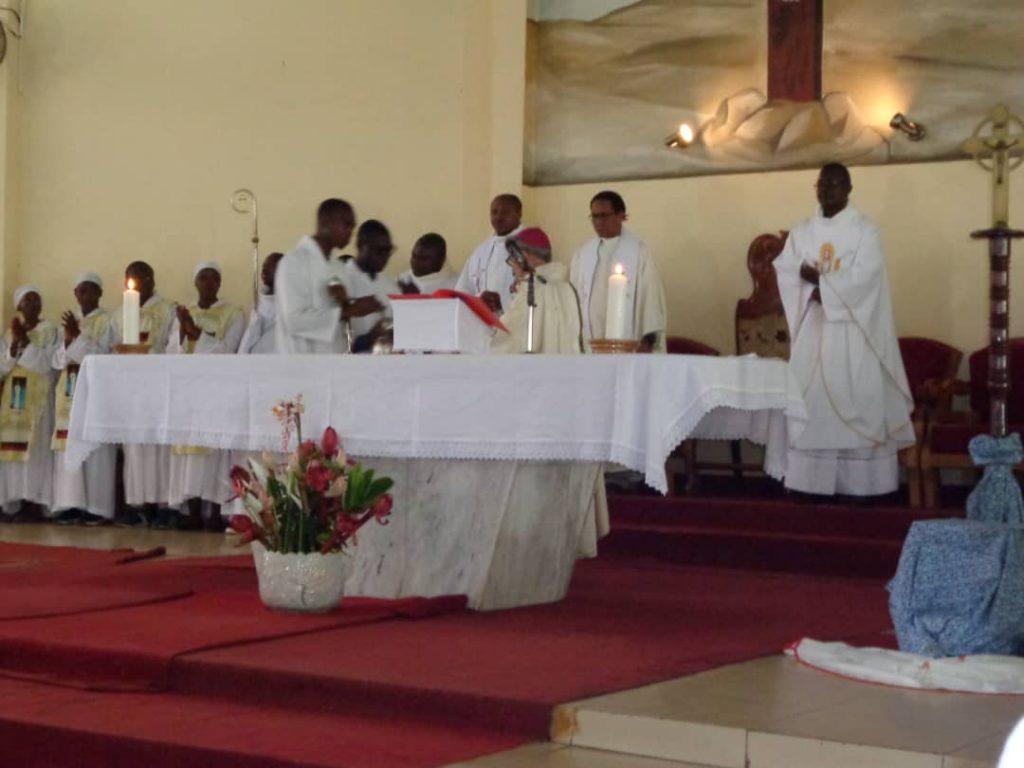 DU CAMEROUN